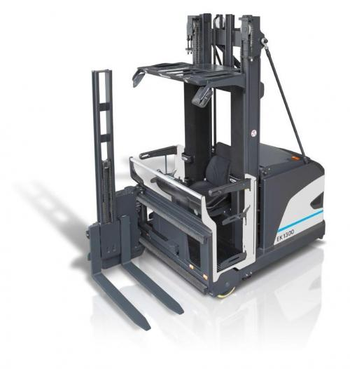 Man-up VNA forklift truck